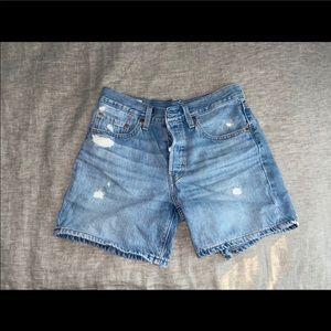 Levi shorts size 26